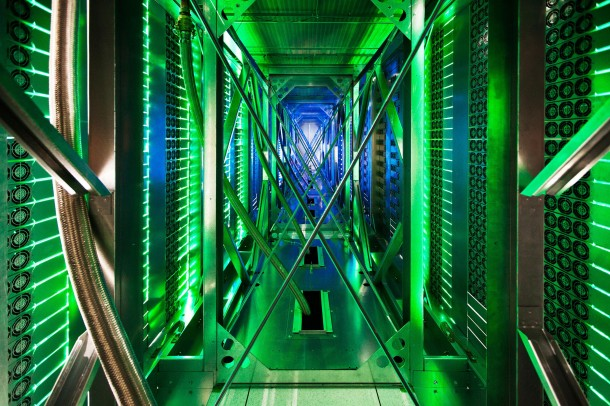 Take-a-Look-–-Google-Data-Centre-12-610x406