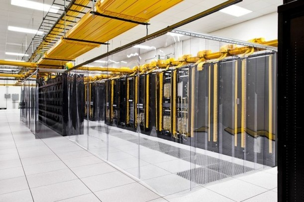 Take-a-Look-–-Google-Data-Centre-4-610x406