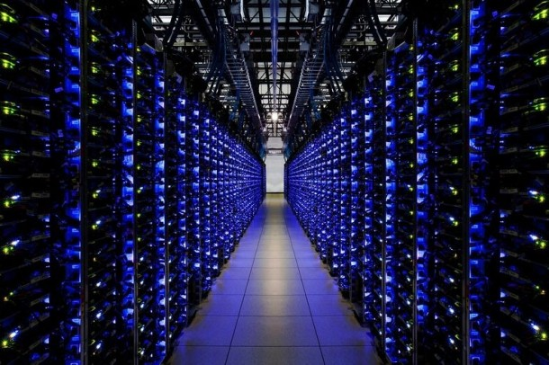 Take-a-Look-–-Google-Data-Centre-7-610x406