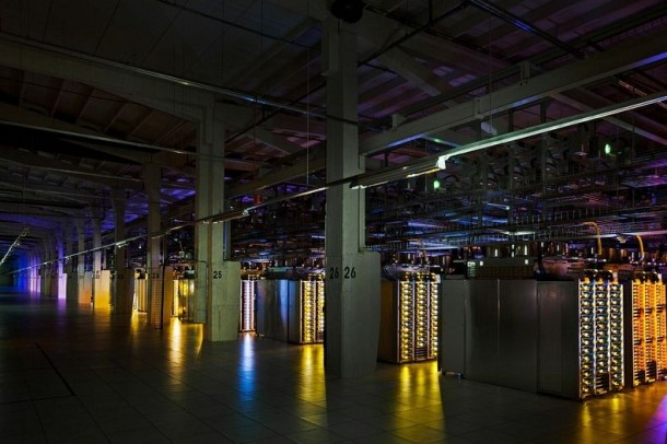 Take-a-Look-–-Google-Data-Centre-8-610x406