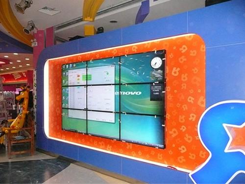 Okul Koridorları İçin LCD Çözümler